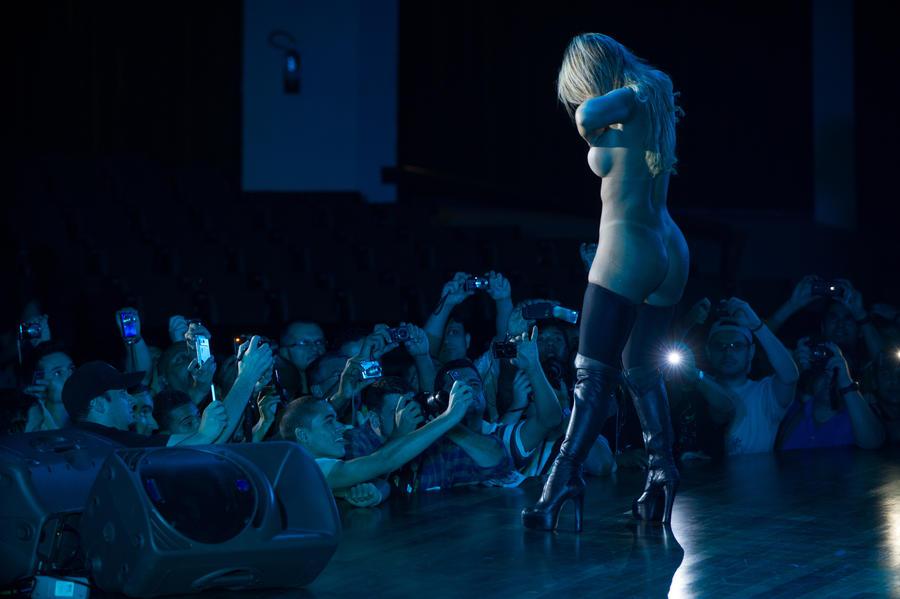 Стриптиз-клубы Сан-Антонио ждут убытков: танцовщицам запретили полностью раздеваться на сцене