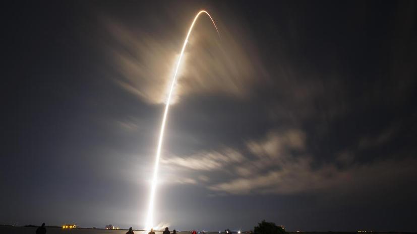 Американская ракета с грузовиком SpaceX Dragon на борту успешно стартовала с мыса Канаверал