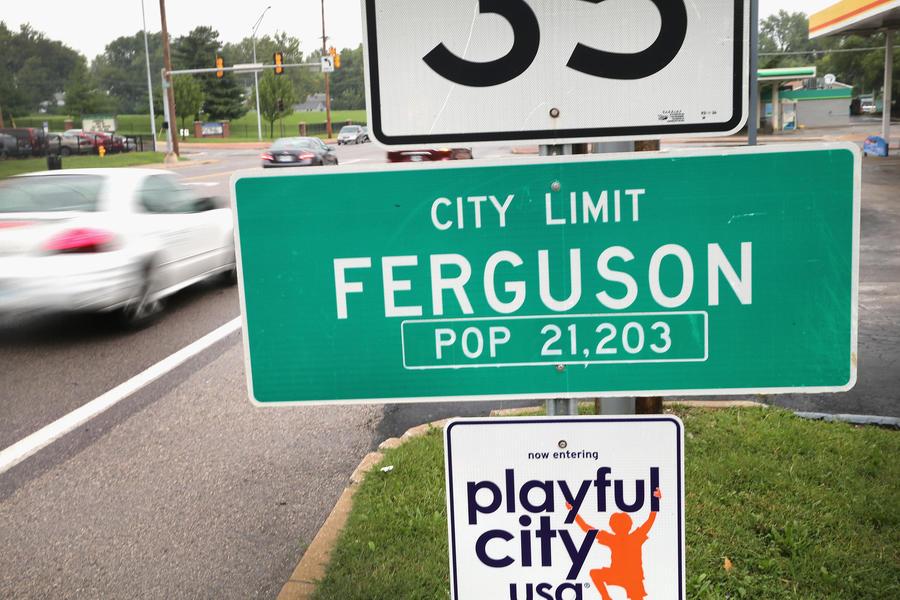 Требующие справедливости жители Фергюсона перекрыли федеральную трассу