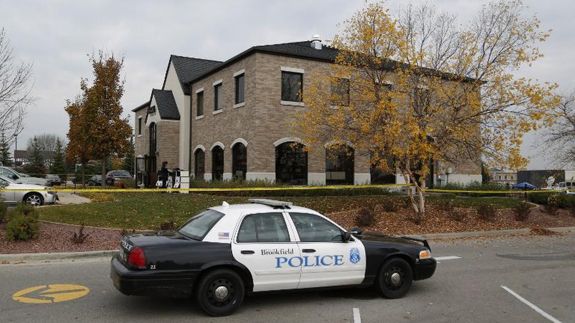 Полицейские в США применили электрошокер, помешав человеку тушить пожар в доме