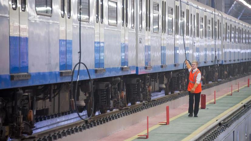 На участке «зелёной» ветки московского метро  остановлено движение поездов