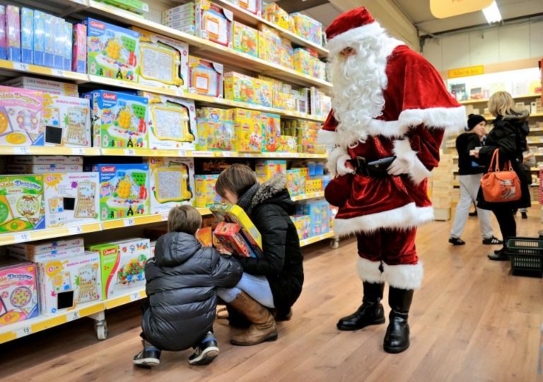 Праздничная музыка в магазинах заставляет людей тратить больше