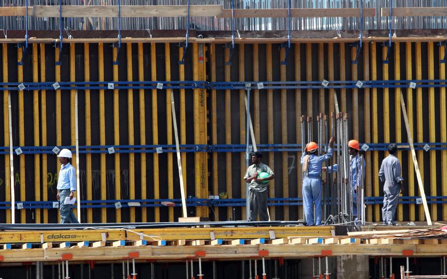 Футбол важнее жизней: на стройках к Чемпионату мира 2022 года погибли десятки рабочих