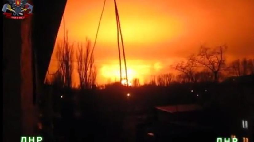 В соцсетях расходится видео мощного взрыва в Донецке