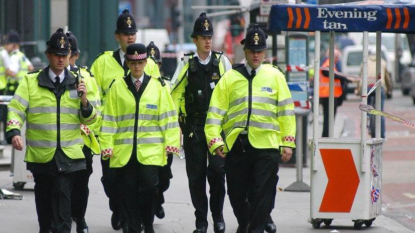 Зарплату британских полицейских определят по объему талии