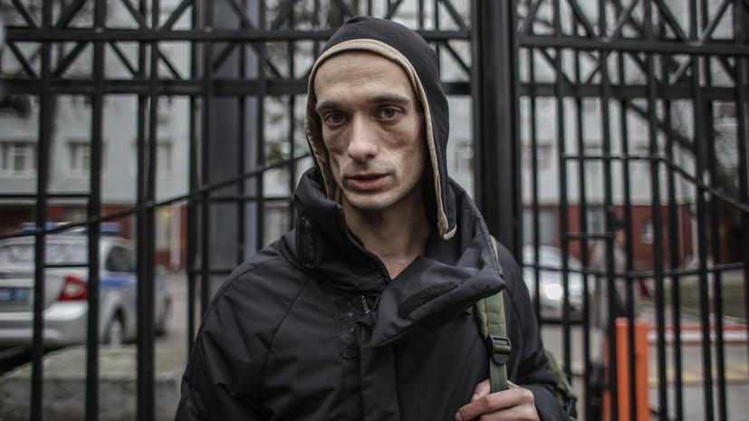 Скандально известный художник Петр Павленский задержан в Петербурге за поджог покрышек