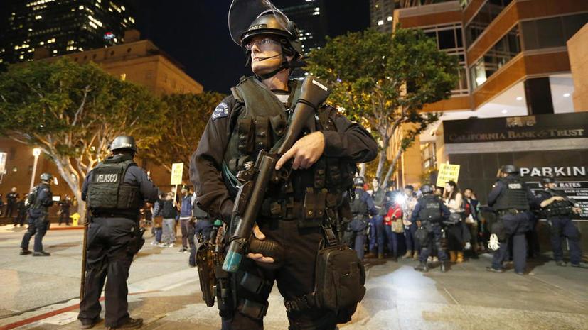 Американские психологи выяснили, почему полицейские стреляют в невинных людей