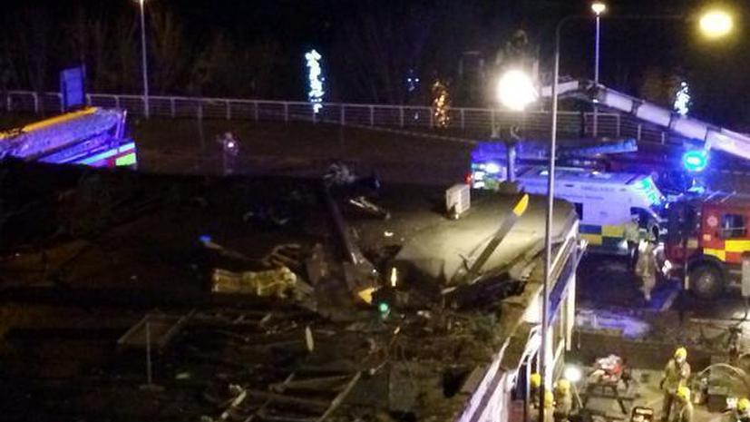 Полицейский вертолёт рухнул на паб в Шотландии, шесть человек погибли