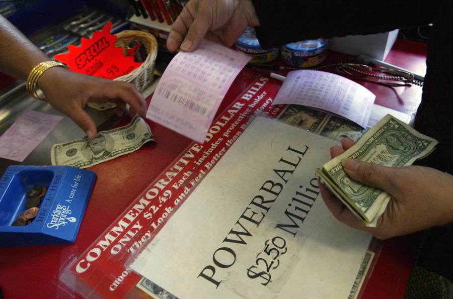 Суд США обязал мужчину, выигравшего в лотерею, выплатить алименты