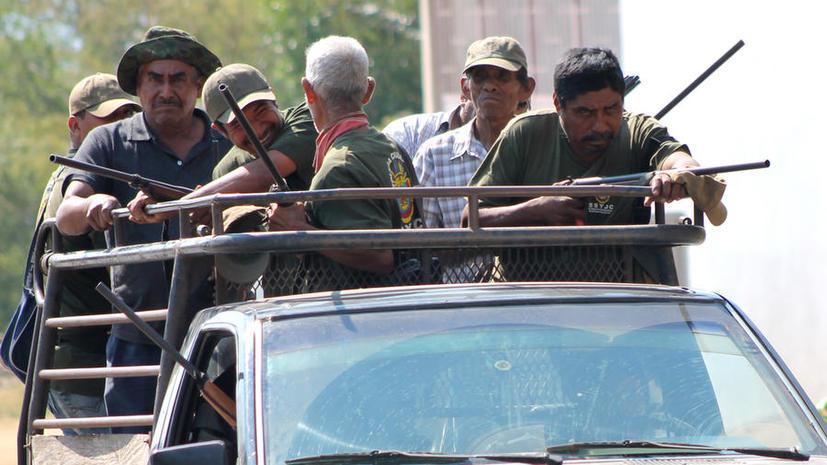 Члены мексиканских народных дружин по борьбе с наркокартелями не спешат официально записываться в добровольцы