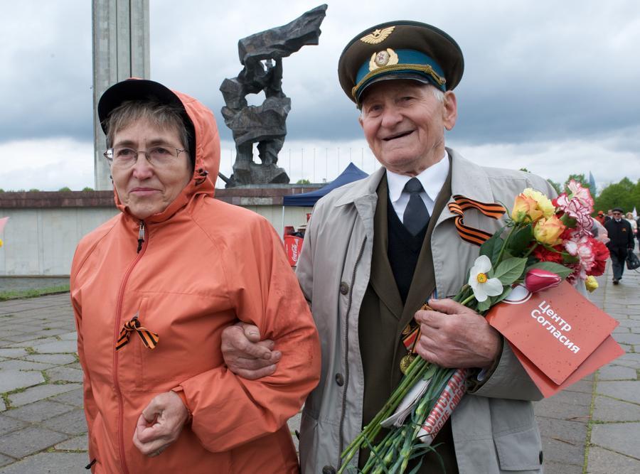 Жители Риги выступили против сноса памятника Советским воинам-освободителям