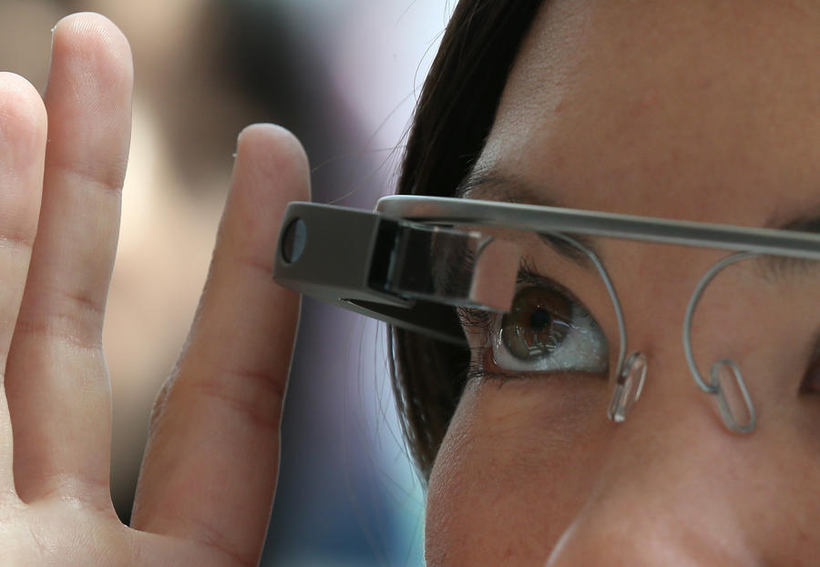У Google Glass появился конкурент - «умные» контактные линзы