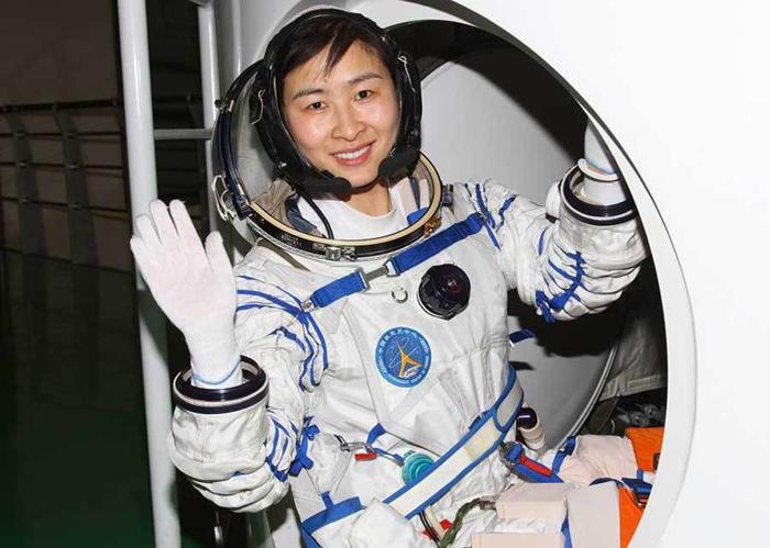Первая китайская женщина-космонавт – Лю Ян