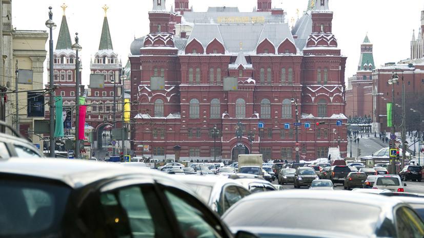Из-за снегопада Москва снова стоит в пробках
