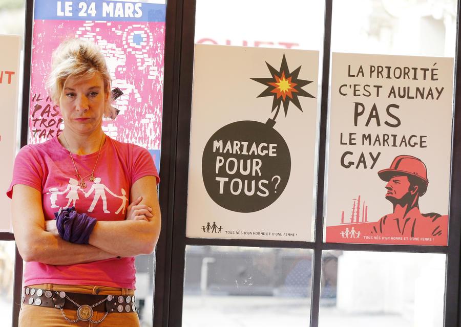 Противнику однополых браков во Франции угрожают расправой