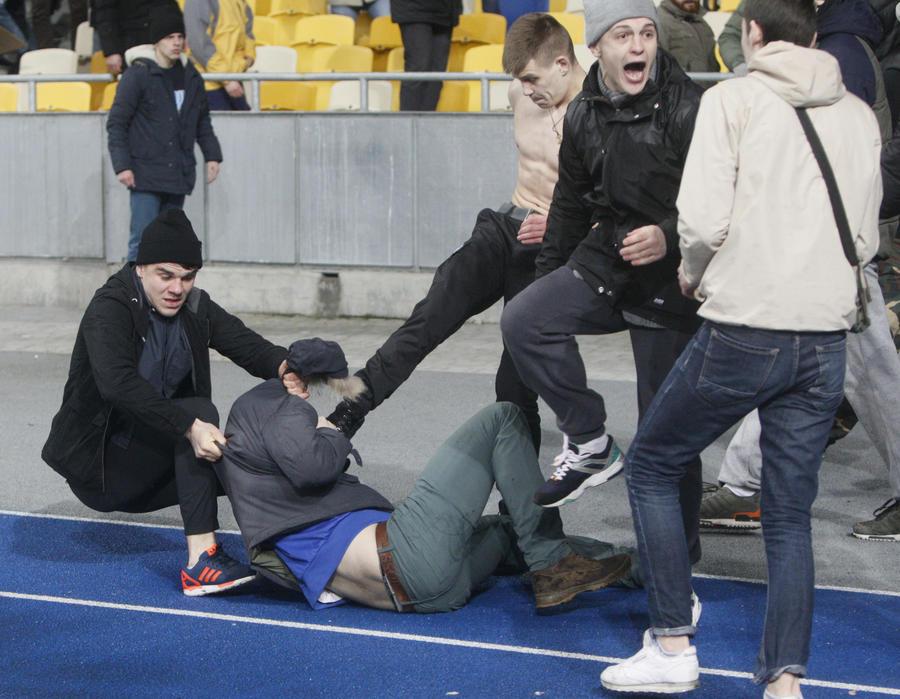 «Было очень страшно»: французские болельщики шокированы нападением на них во время матча в Киеве
