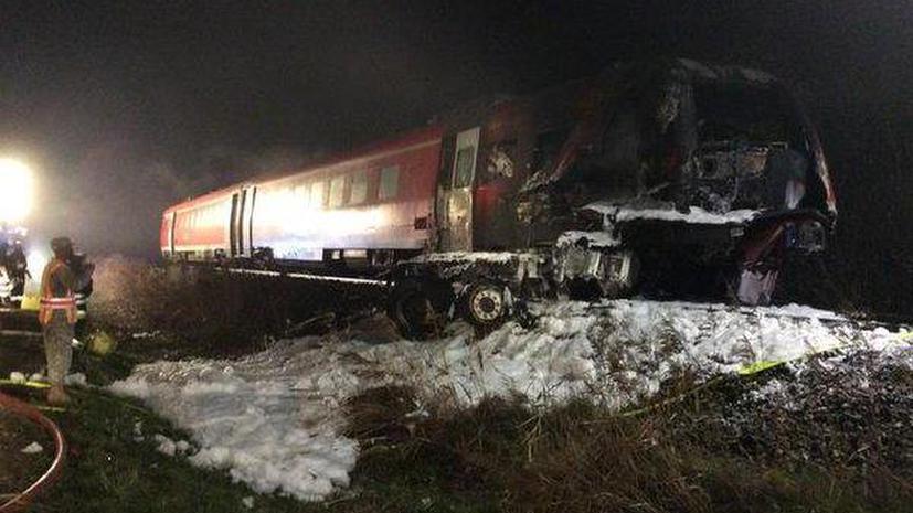 Несколько человек погибли в результате столкновения пассажирского поезда с грузовиком в Германии