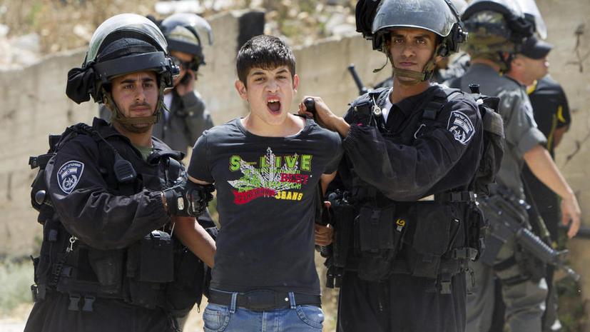 Израильские охранники раздели арабского журналиста догола