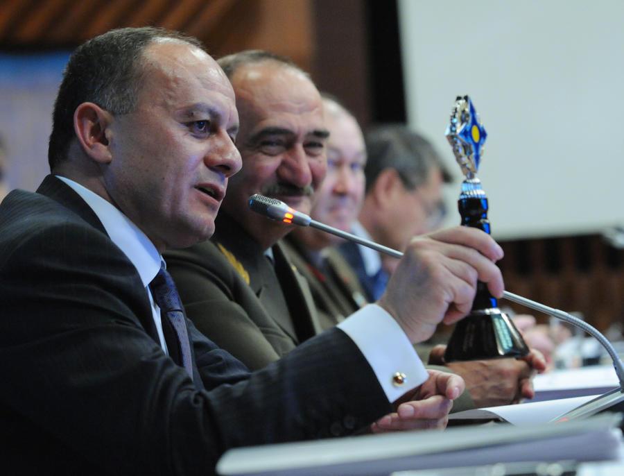 Вертолёт главы Минобороны Армении обстреляли на границе с Азербайджаном