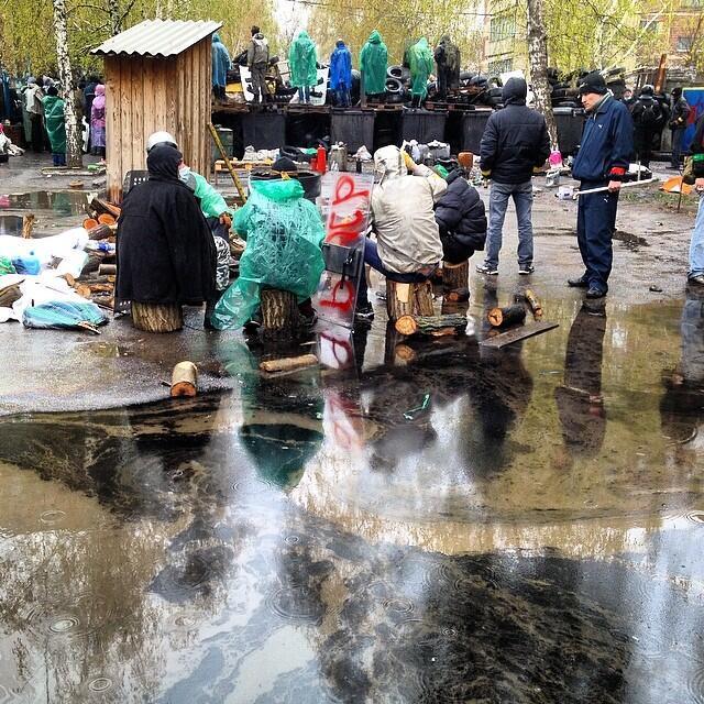 Очевидец: Мирный житель города Славянска ранен киевскими силовиками
