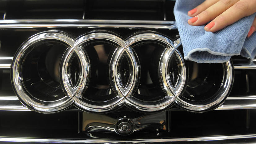 Исследование: чаще всего супругам изменяют владельцы Audi и BMW