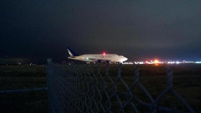Грузовой Boeing застрял в маленьком аэропорту Канзаса и не может взлететь