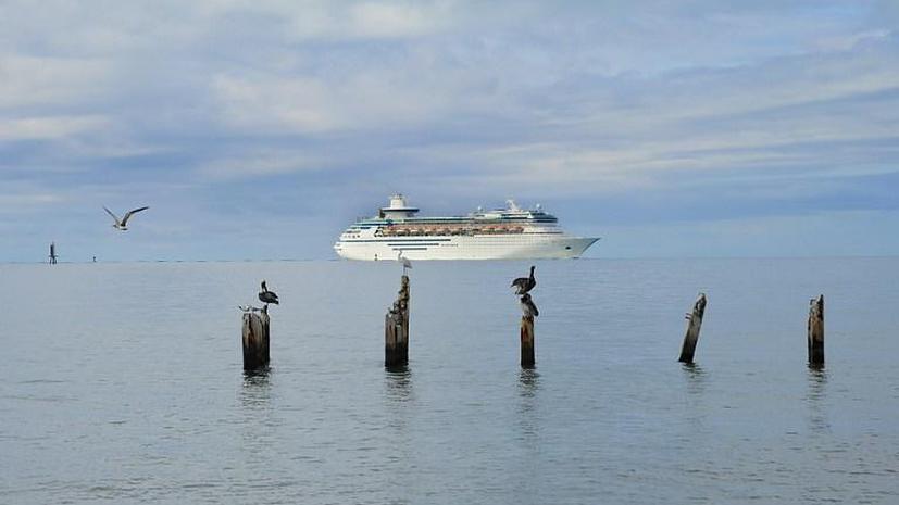 Более 300 пассажиров круизного лайнера отравились на Карибах