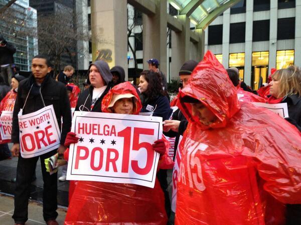 Работники фаст-фуда в Чикаго требуют повышения зарплат