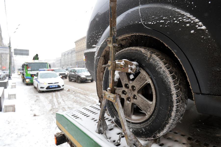 Депутаты предлагают штрафовать водителей за «лысую» резину