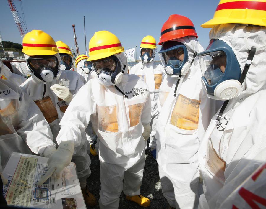 Шестеро рабочих АЭС Фукусима получили дозу радиации