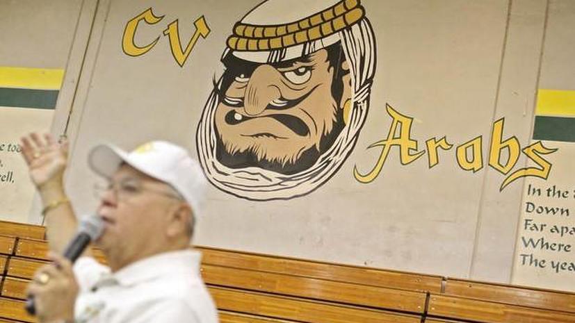 Правозащитники обвинили талисман калифорнийской школы в дискриминации арабов
