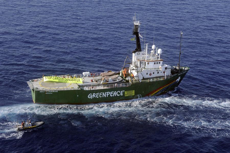 ФСБ России подтвердила, что по ледоколу Greenpeace открыли предупредительный огонь