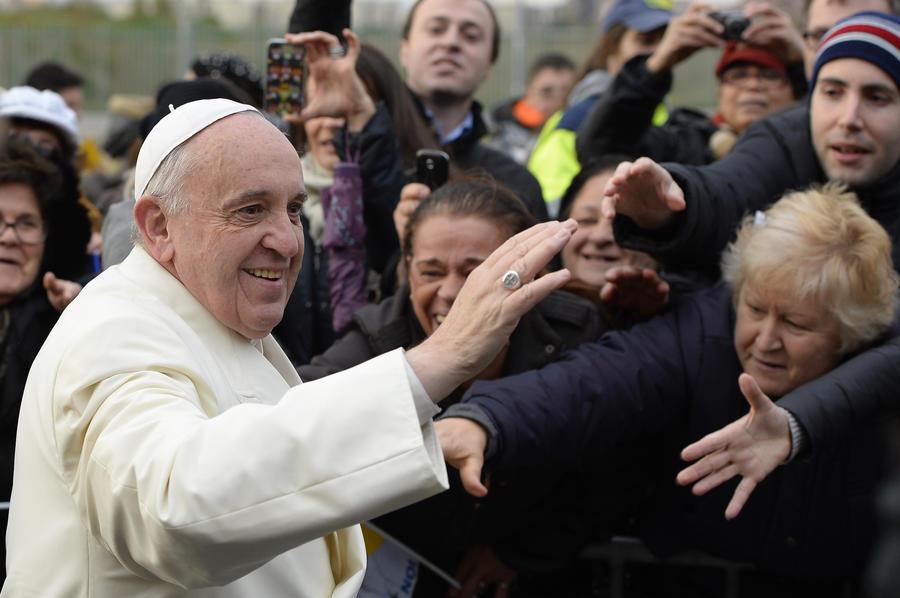 Папа Франциск в молодости работал вышибалой в ночном клубе