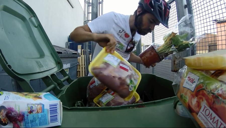 Французский турист проехал пол-Европы, питаясь едой из мусорных баков