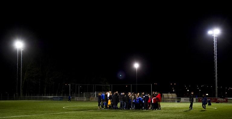 Футбольный арбитр умер после нападения игроков юниорской команды