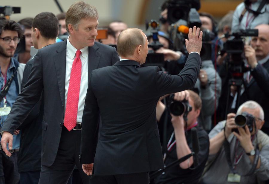 Дмитрий Песков: Владимир Путин вряд ли воспринимает Навального как политическую угрозу