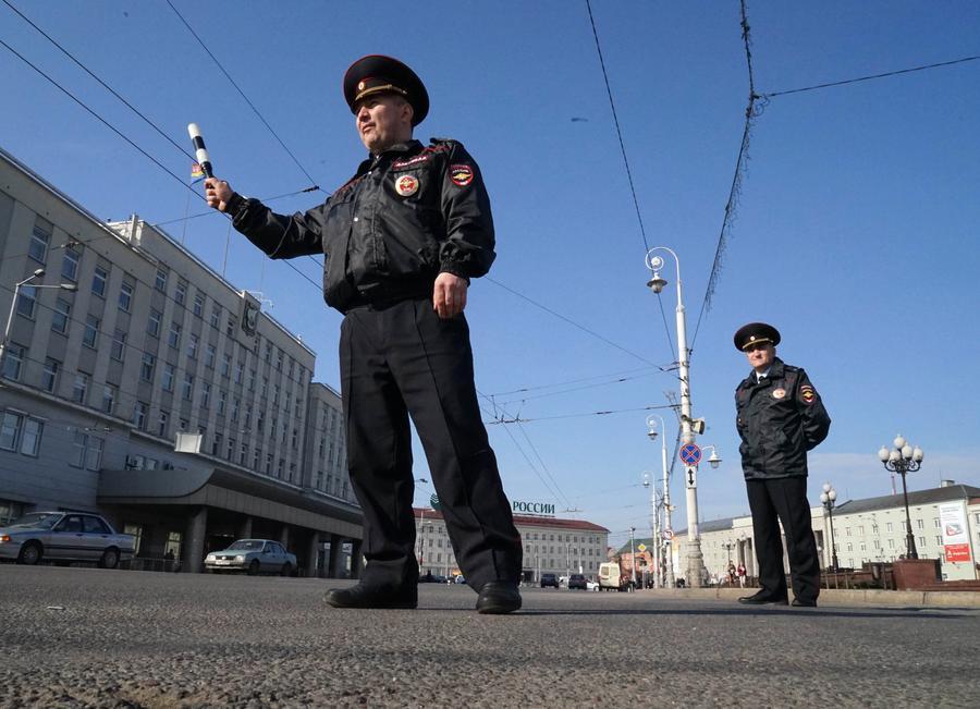Дорожных полицейских обяжут проверять кредитную чистоту машин