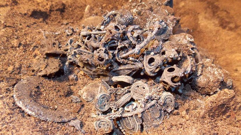 Археологи нашли в Твери женские украшения времён Батыева нашествия