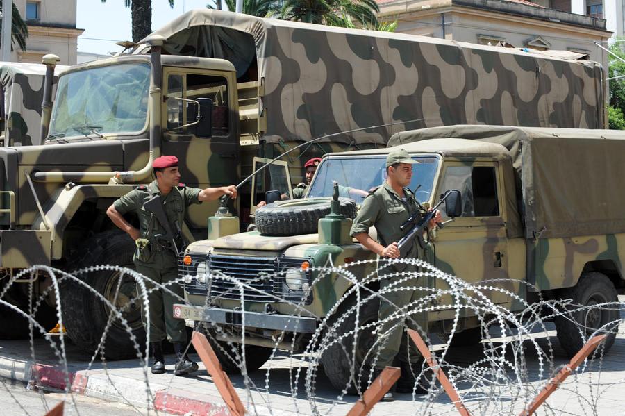 Армия Туниса объявила центр столицы «закрытой военной зоной»