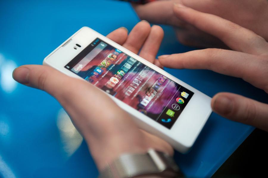 Российские абоненты отправили в новогоднюю ночь более 600 млн SMS-сообщений