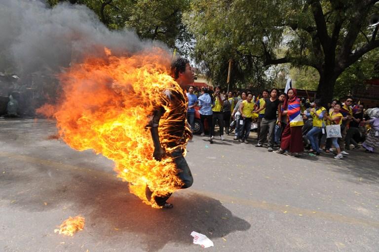Жители Тибета уходят от нового руководства Китая на тот свет