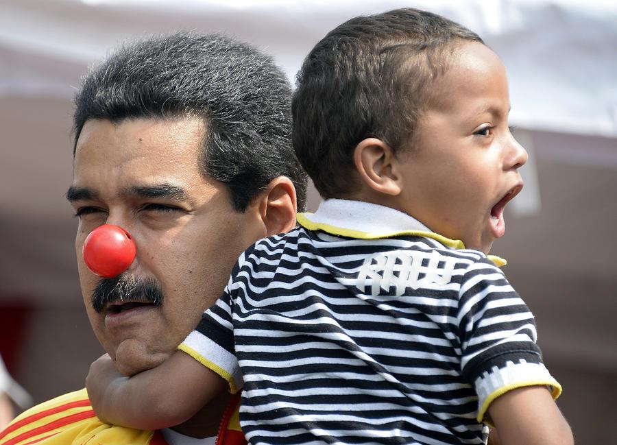 Для борьбы с коррупцией Николас Мадуро потребовал ввести в Венесуэле чрезвычайное положение