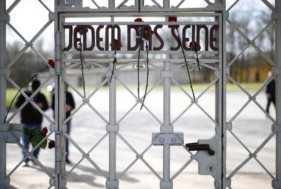 СМИ: В Германии беженцев разместили на территории лагеря, подчинявшегося Бухенвальду*
