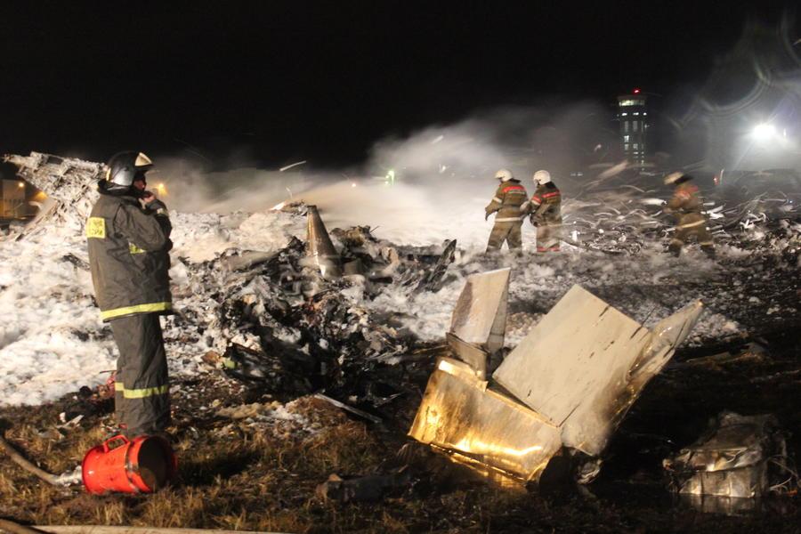 СК: следователи изъяли три диска с записями переговоров экипажа разбившегося в Казани Boeing