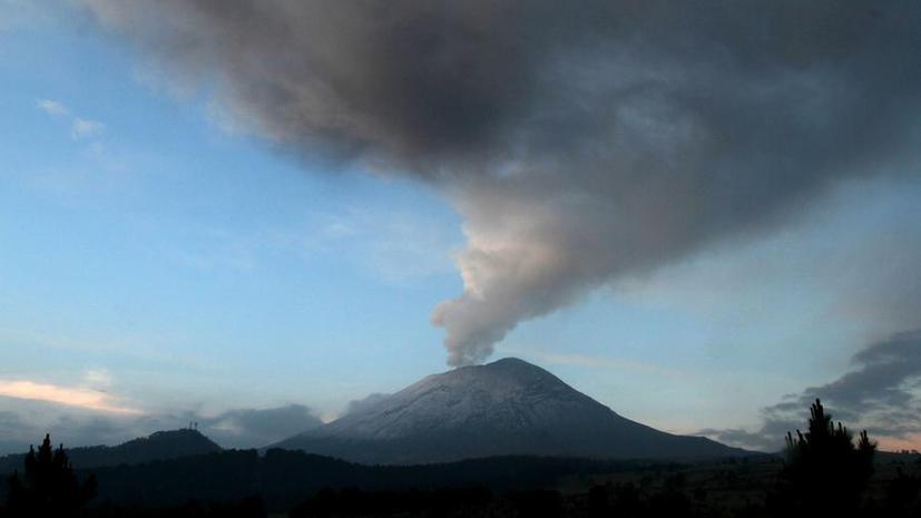 Инопланетяне собираются в Мексике: местное ТВ опубликовало видео, на котором НЛО погружаются в вулкан