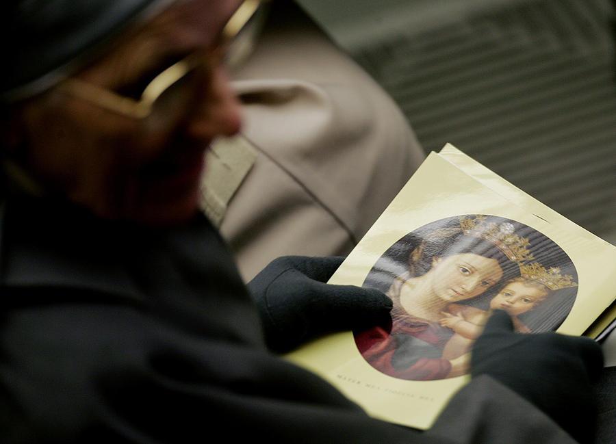 Католический священник украл у римской клиники €14 млн