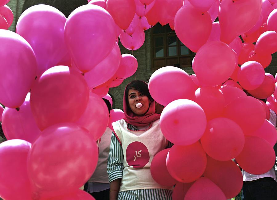 Талибы против воздушных шариков: движение признало аморальным арт-проект в Кабуле