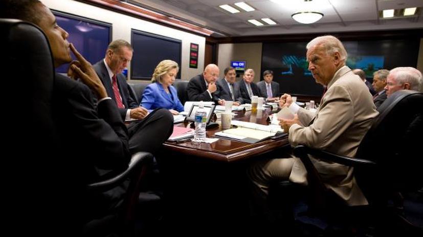 Американский писатель: Обама окружил себя воинственными безумцами