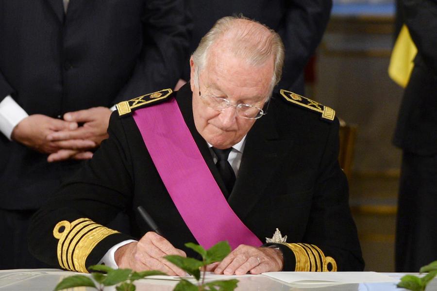 Бывший король Бельгии пожаловался на бедность