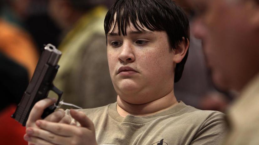 5-летний мальчик в США случайно застрелил свою младшую сестру, играя с подаренной винтовкой